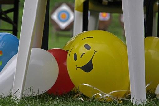 smějící se balonky